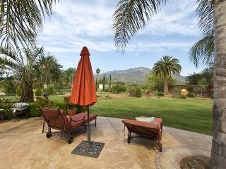 OJAI VILLA SPECTACULAR MOUNTAIN VIEWS  SLEEPS 20+, Ojai