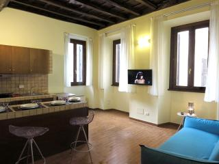 Trevi Fountain - Renovated Fabulous Apartment, Rome