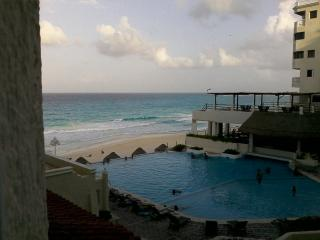 Ocean front furnished Studio in Cancun Hotel Zone, Cancún