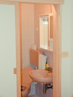 Yellow room bathroom