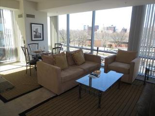 Lux 2BR Apt Near Waterfront, Boston