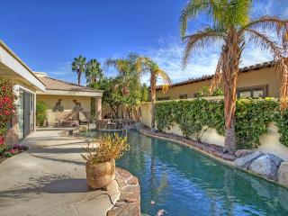 Amazing Lake and Mountain View with a Private Pool & Spa, La Quinta