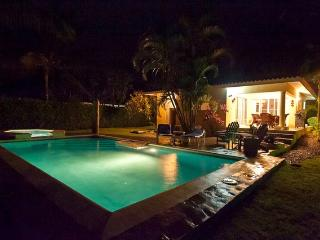 2BDR Villa with Jacuzzi and Private yard in Gated Community!, Sosúa
