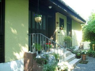 LLAG Luxury Vacation Apartment in Bechenheim - 807 sqft, quiet, central, comfortable (# 4622), Alzey