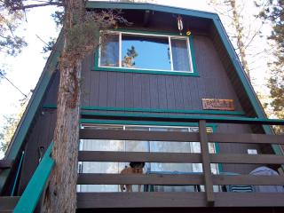 Big Bear Cozy Treehouse Cabin, Big Bear City