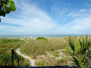 Gulf Front Private Home. Pets Welcome! 2 Bedroom, 1 Bath-Sleeps 6, Indian Rocks Beach