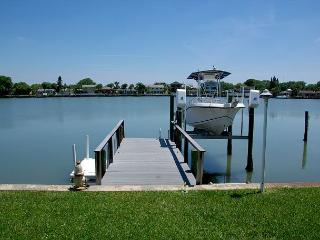 Great Intracoastal Family Home with  the Dog!  30 day minimum., Indian Rocks Beach