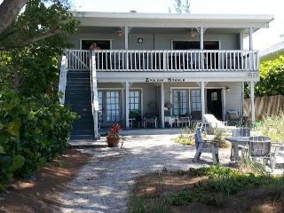 Newly Renovated! 3 Bedroom, 2 Bath-Sleeps 8, Indian Shores