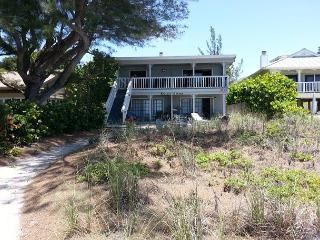 UPDATED OLD FLORIDA STYLE COTTAGE LIVING ON THE BEACH