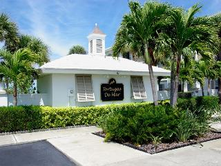 Belleair Beach Beauty!  Very Quiet Complex with Pool! 30 Day Minimum Stay.