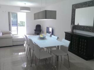 luxuries, central ,sleeps 4