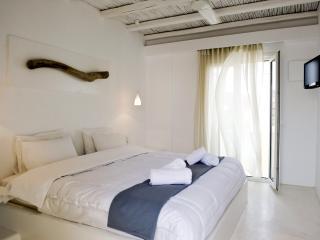 Minimal style Apartment, Pollonia
