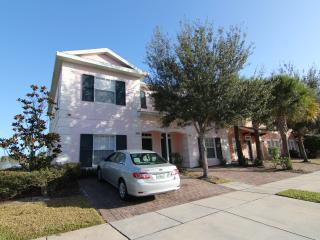 Lakefront, gated 4Br/3Ba, 6mile to Disney, Private Jacuzzi, Free WiFi/Cable TV