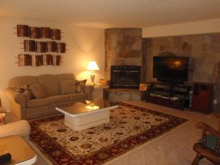 Heavenly Condo - Stay midweek and SAVE!, South Lake Tahoe