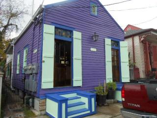 Your own historical cottage, steps to the Quarter., Nova Orleans