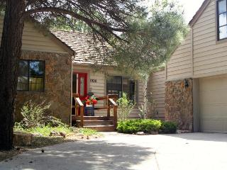 Newly renovated 4 bedroom 2.5 bath Stone Cottage, Flagstaff