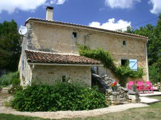 Beautifully renovated 600 year old cottage, Montbron