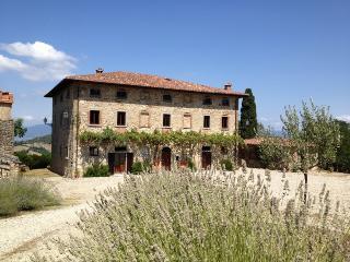 Palazzo Prugnoli, Villa in Umbria, Sleeps 18, Pool, Perugia