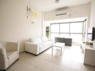 Hot Spot 3b Apt in North Ben Yehuda, Gedera