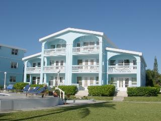 Sunset Beach A5 -2 brm condo with loft on private beach! -WiFi/AC/bikes/sleeps 8
