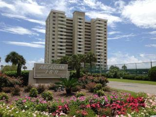 Oceanfront Luxury Penthouse Vacation Condo, Myrtle