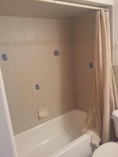 1st bedroom bath