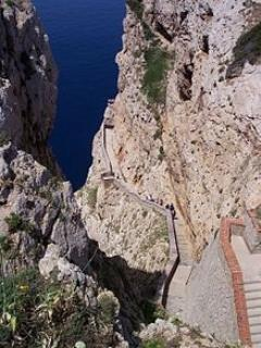 steps to Grotte