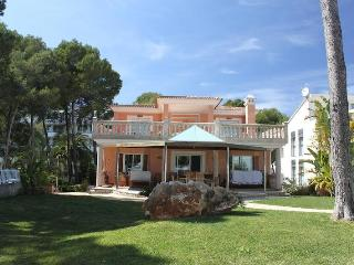 Luxury villa on the seafront, heated pool, jacuzzi, Port d'Alcudia