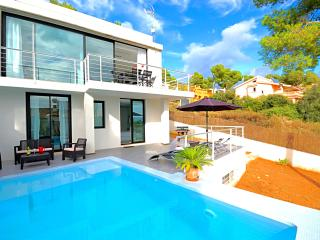 Luxury villa with sea views, private pool, WLAN, Port d'Alcudia
