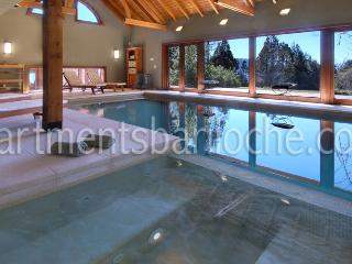 ULTRA LUXURY 7 BED/8.5 BATH (H17) INDOOR POOL, San Carlos de Bariloche