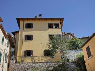 Luisella, unique panoramic apartment with garden, Cortona