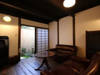 GION`s Hidden Gem-- Exquisitely Restored Machiya, Kioto
