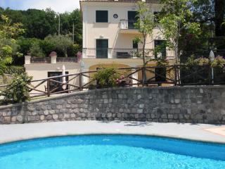 Modern 6 bedroom villa with pool on Sorrento Coast