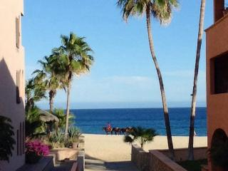 Beachfront  Com. Ocean/ Beach View Room Full Bath., San José Del Cabo