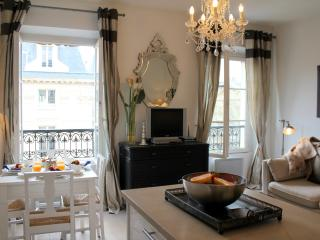 Marais Market - Chic Hotel de Ville 1 bedroom apartment, Parijs