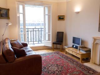 Paris View-  Eiffel Tower 1 bedroom apartment
