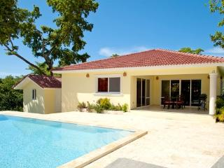 2 BDR VILLA: Private pool, Gated community, Perfect Vacation Home!, Sosúa