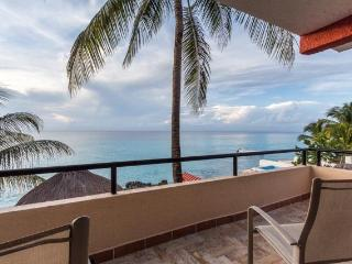 Villa Loyd - Breathtaking Views, Bicycle to Town, Cozumel