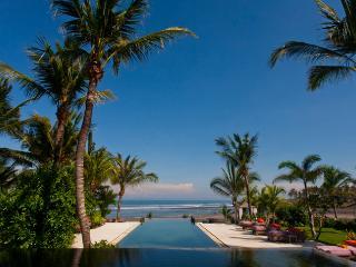 Mokenbo, Luxury 4-7 Bedroom, Beachfront Villa-Tabanan