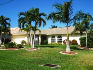Your tropical escape, Gulf access, heated pool, Cape Coral