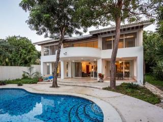 Casa Las Flores—Oceanfront, Completely Private, Great Snorkeli