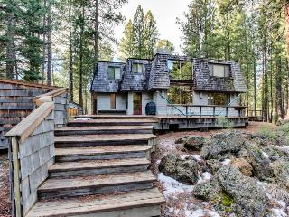 Private hot tub, deck, and room for 12!, Black Butte Ranch