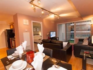 Luxury One Bed+Den- Entertainment District, Toronto