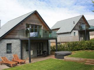 House 31 - With a secluded hot tub on offer in this stylishly furnished pet frie