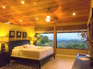 Casa Sophia: Private, Cozy & Treetop Ocean Views!, Manuel Antonio National Park