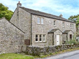 WOODSIDE COTTAGE, quality cottage by a brook, woodburner, garden, close to pubs in Malham, Ref 28211