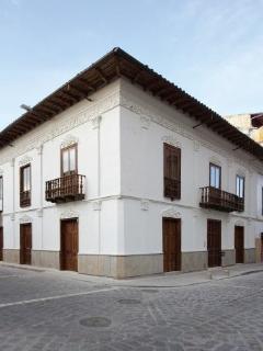 Colonial building near Parque Calderón