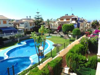 2 bedroom condo, 5 min to the beach, ideal for family, free WIFI, Torrevieja