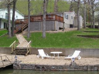 MM 11 Lake House w/Dock Sleeps 7 - No Wake Cove, Sunrise Beach