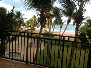 Beach Front villa inside Wyndham Rio Mar Resort Spa & Casino- 2bd/2bt (sleeps 11), Rio Grande